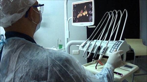 Implantes dentales guiados por ordenador, ajustes impecables